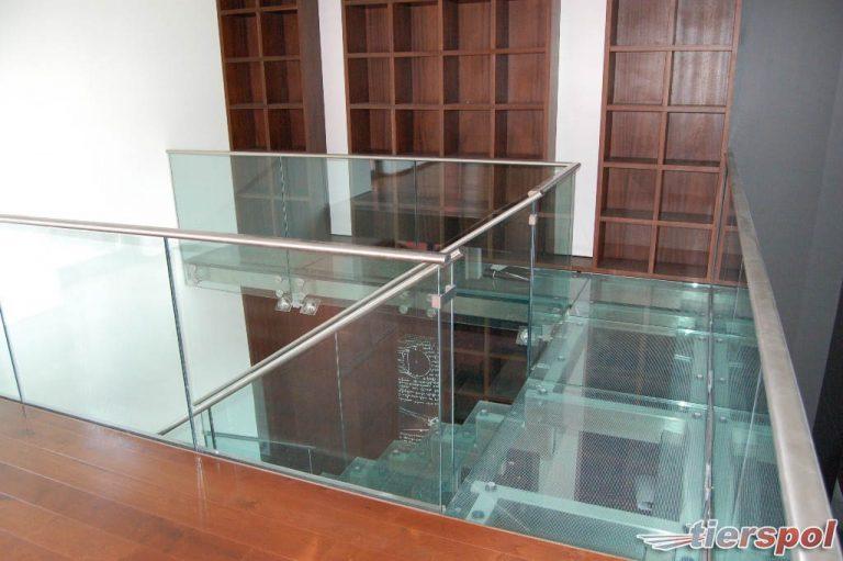 Jakie właściwości muszą mieć szklane schody?