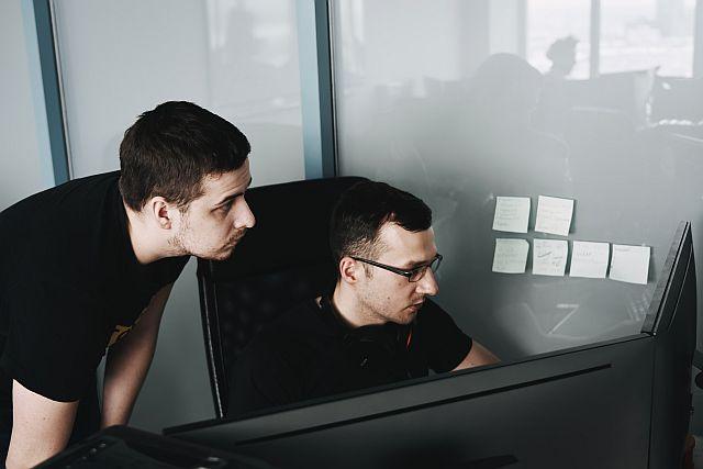 Outsourcing IT co skorzystam przy umowie na informatyczną obsługę małych firmśrednich firm.